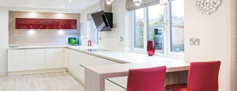 Using wood to complement a high gloss kitchen