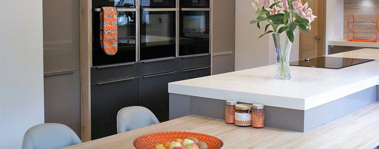 A wooden breakfast bar design