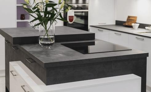 gloss-polar-white-and-graphite-concrete-thumb